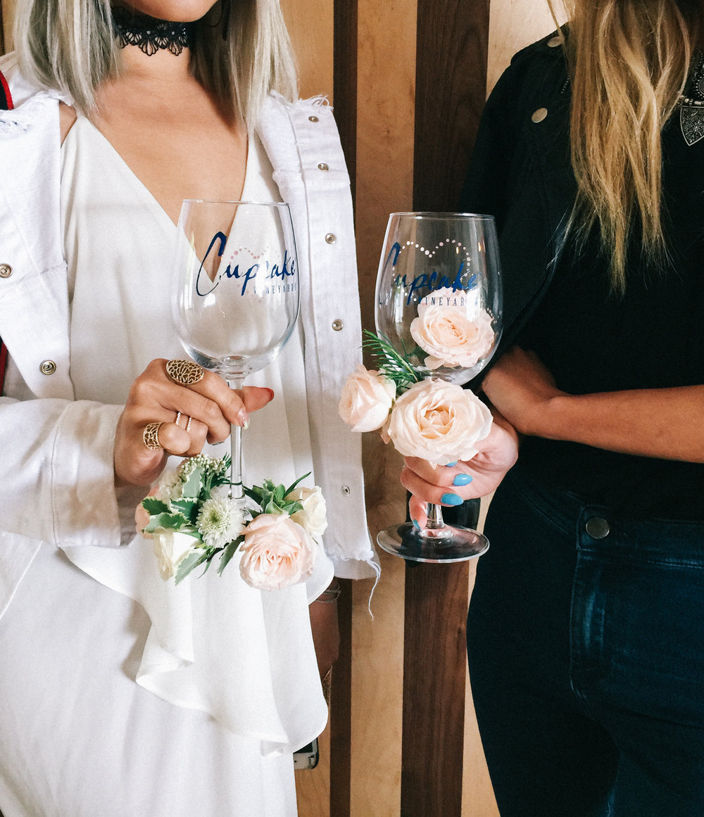 Fresh flower wine charms | A Fabulous Fete