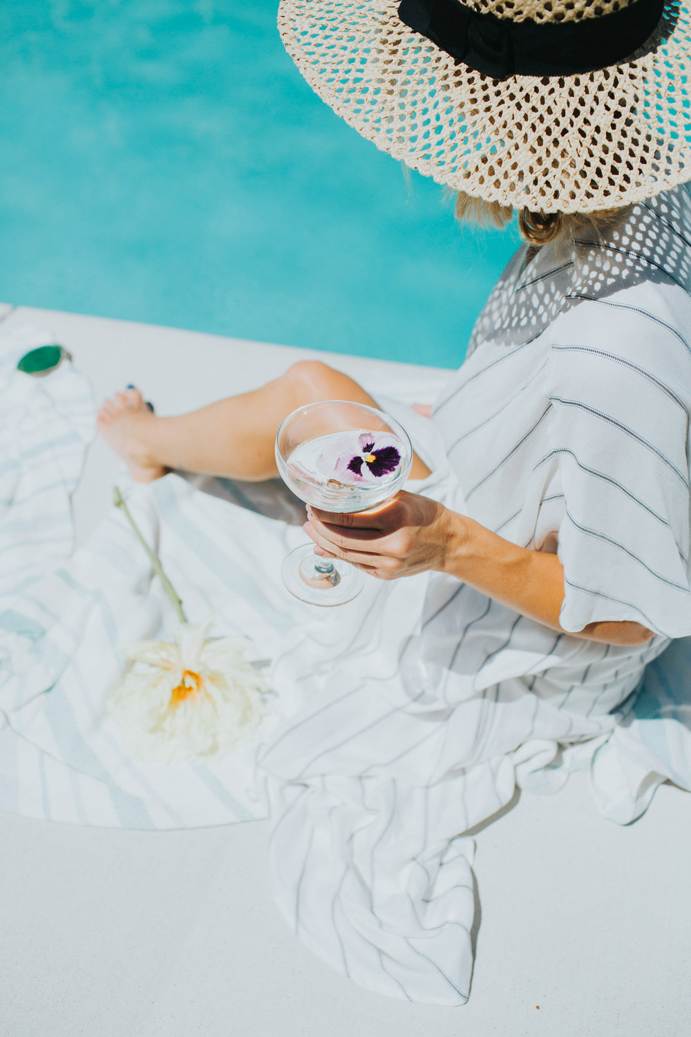 Weekend cocktails by the pool | A Fabulous Fete