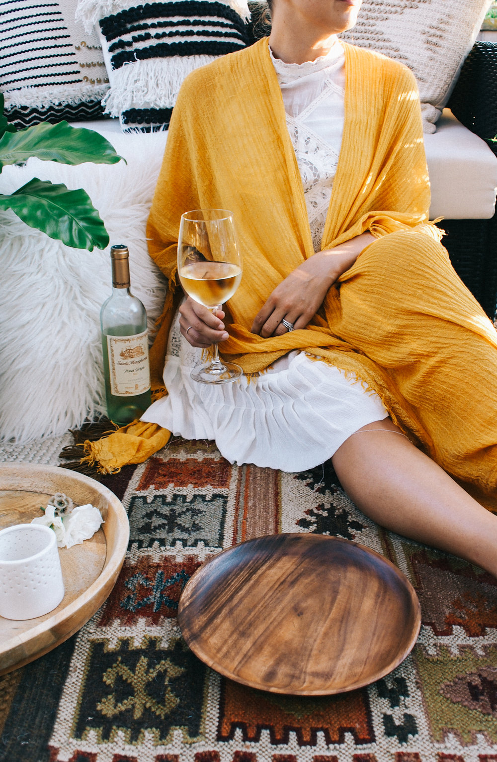 How to create the perfect oasis for sipping wine with friends this summer | A Fabulous Fete
