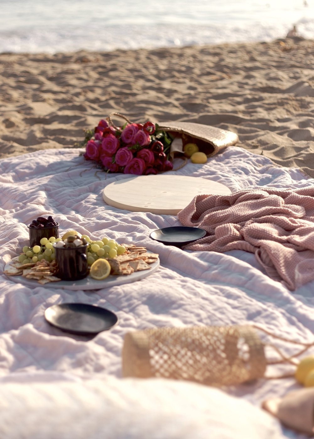 How to easily set up a beach picnic | A Fabulous Fete