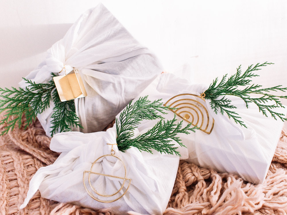 Simple Holiday Wrap   A Fabulous Fete