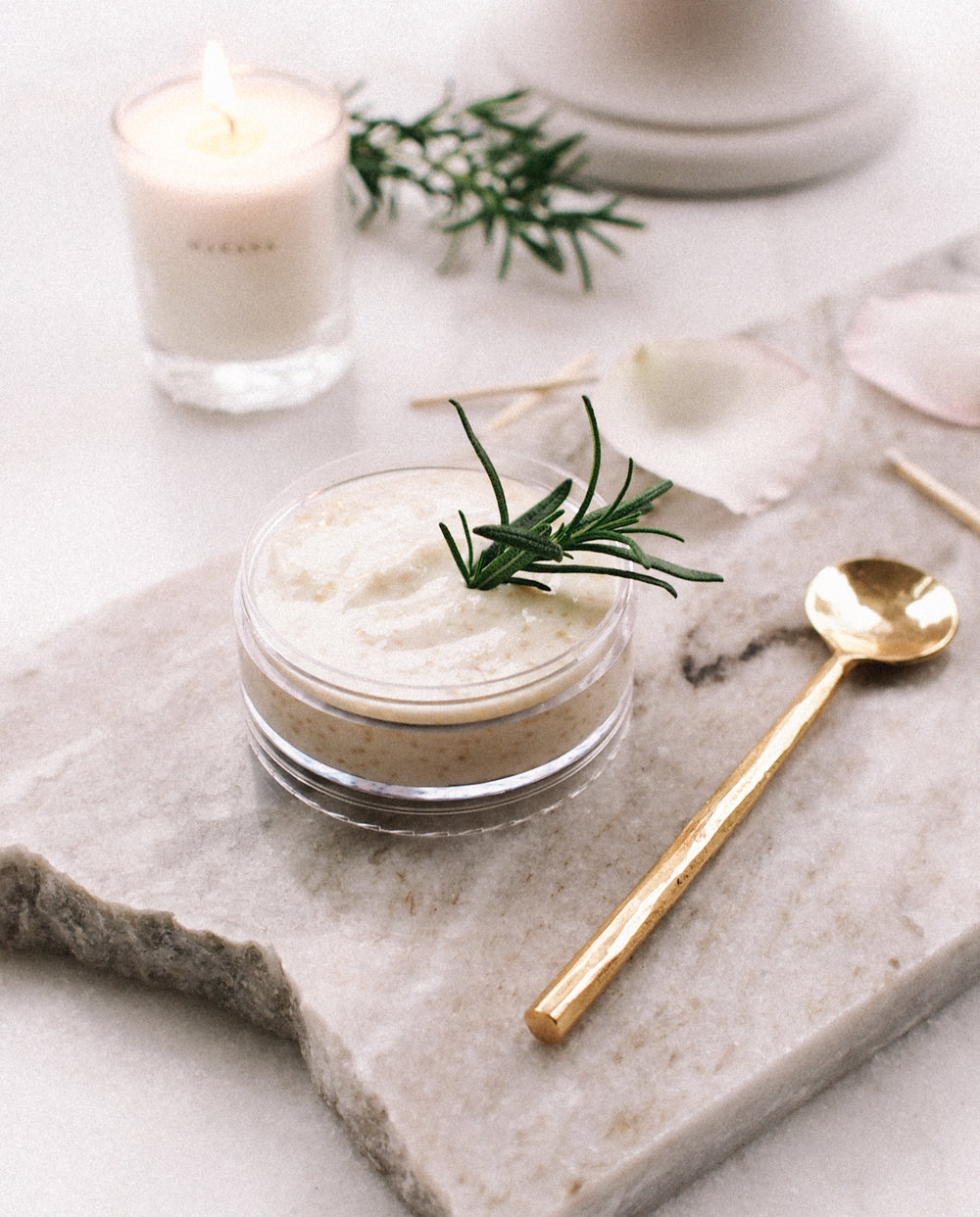 Homemade Rosemary + Coconut Oil Mask || A Fabulous Fete