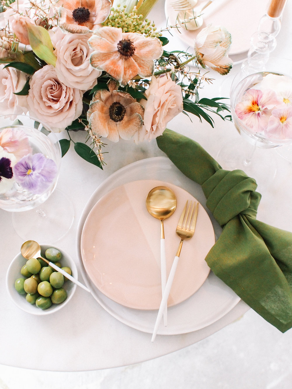 How to use pink plates  | A Fabulous Fete