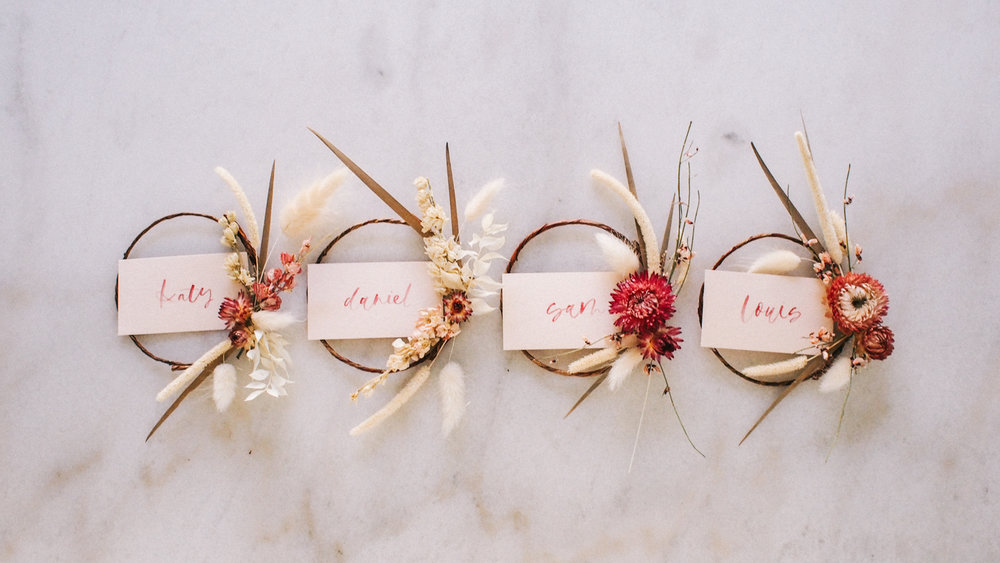 How to Make Dried Floral Wreath Place Cards | A Fabulous Fete