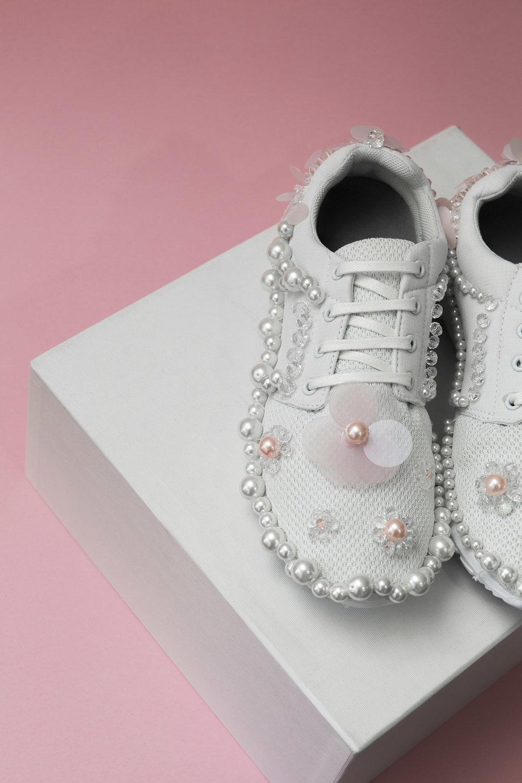 HL_Shoes_White_2.jpg