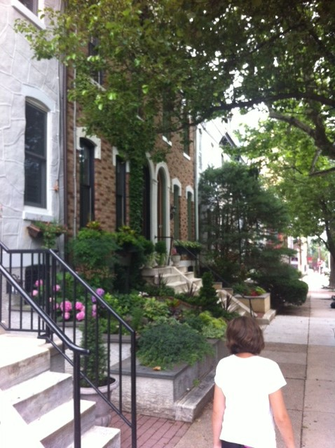 The residential area surrounding the Benjamin Franklin Parkway is super adorable and offers free parking up to 4 hours!