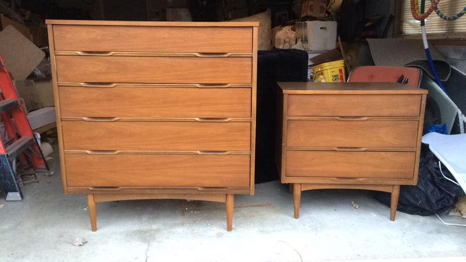 So stylish!  These cuties are in excellent condition and feature sculptured recessed pulls, laminate top and dovetail drawer joinery.  This is a first for me to invest in dressers!  If you have been waiting now is your chance to add a fine pair to your home!