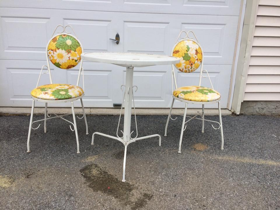 Adorable 3 pc cafe set with original vinyl sunflower upholstery!  Made in Bethlehem, PA by Crestline Industries.  Super cute for a covered porch or deck, sunroom!