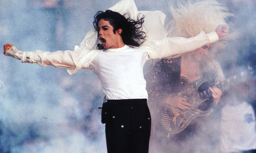 Michael Jackson at SuperBowl XXVII - Image copyright USA Today