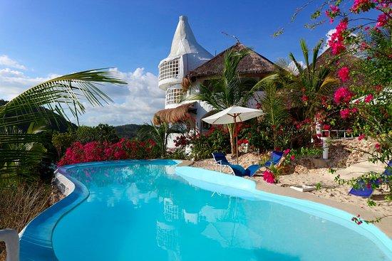 Al Faro pool.jpg