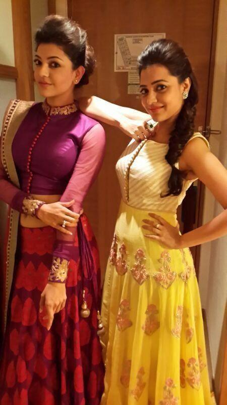 kajal-and-nisha-aggarwal-nice-pose-cinemaa-awards-2013.jpg
