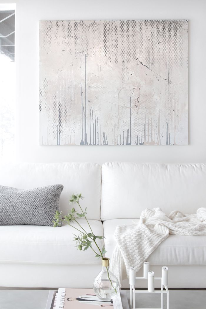 Art doesn't need to be loud and colourful to have impact. Elaborate techniques and textures will offer just as much in a clean, white scheme. (Image source: Stylizmo)