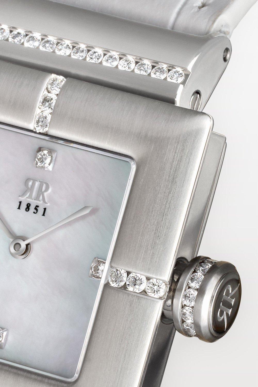 Sorgt für einen brillanten Auftritt - Wir fassen unsere Brillanten nach einem streng gehüteten Familiengeheimnis – in unserer Deep Diamonds Fasstechnik! Frei in das Metall eingespannt, scheinen die Brillanten optisch zu schweben und entfalten so ein unvergleichliches Feuer. So großartig, dass wir für unsere Technik vom deutschen Patentamt ein Patent erteilt bekommen haben!