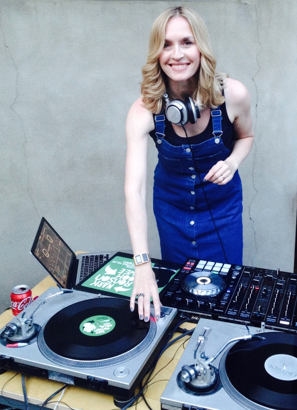 Female DJ Vinyl Jen, London DJ, Event DJ, Party DJ