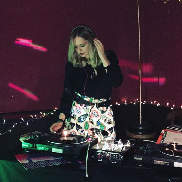 Vinyl records, top tunes and disco lights, now that's what I call a party!  Thanks @layla_warfield77 and Jo for having me DJ your #40th Birthday party! 🎧❤️🎵🎂 #DJ #partydj #femaledj #partydj #eventdj #luxuryevents #londondj #djlife #vinyl #vinylrecords #music #party #event #celebration #birthdayparty #beaconsfield #fun #technics