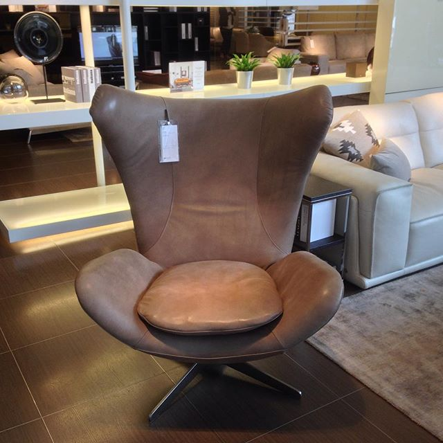 Love the @natuzzi Note chair in their Trafford centre store! #beautiful #contemporary #furniture #design