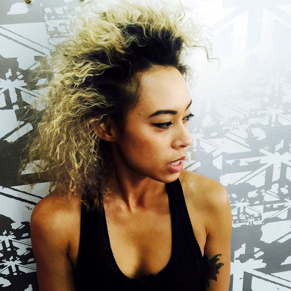 Sometimes you got to just rock you #roots and your #fro and trust me this babe has game #hair @missyveyret in our #bondi store #teamenglish #stevieenglishhair