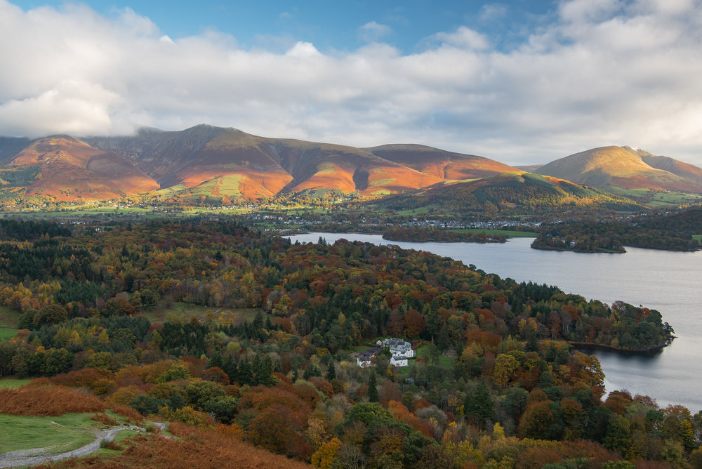 I was on my way down from Cat Bells and looking forward to breakfast but sometimes you just have to stop and unpack all your gear again.  The light on Lonscale Fell was too good to miss.