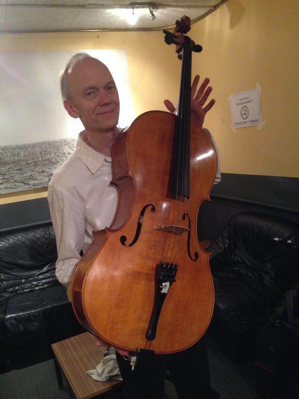 koln stand w cello.JPG