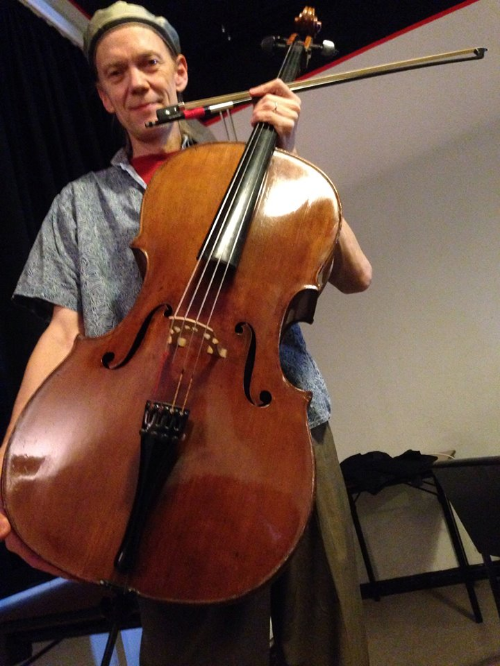Hannover soundcheck and Hank with cello backstage