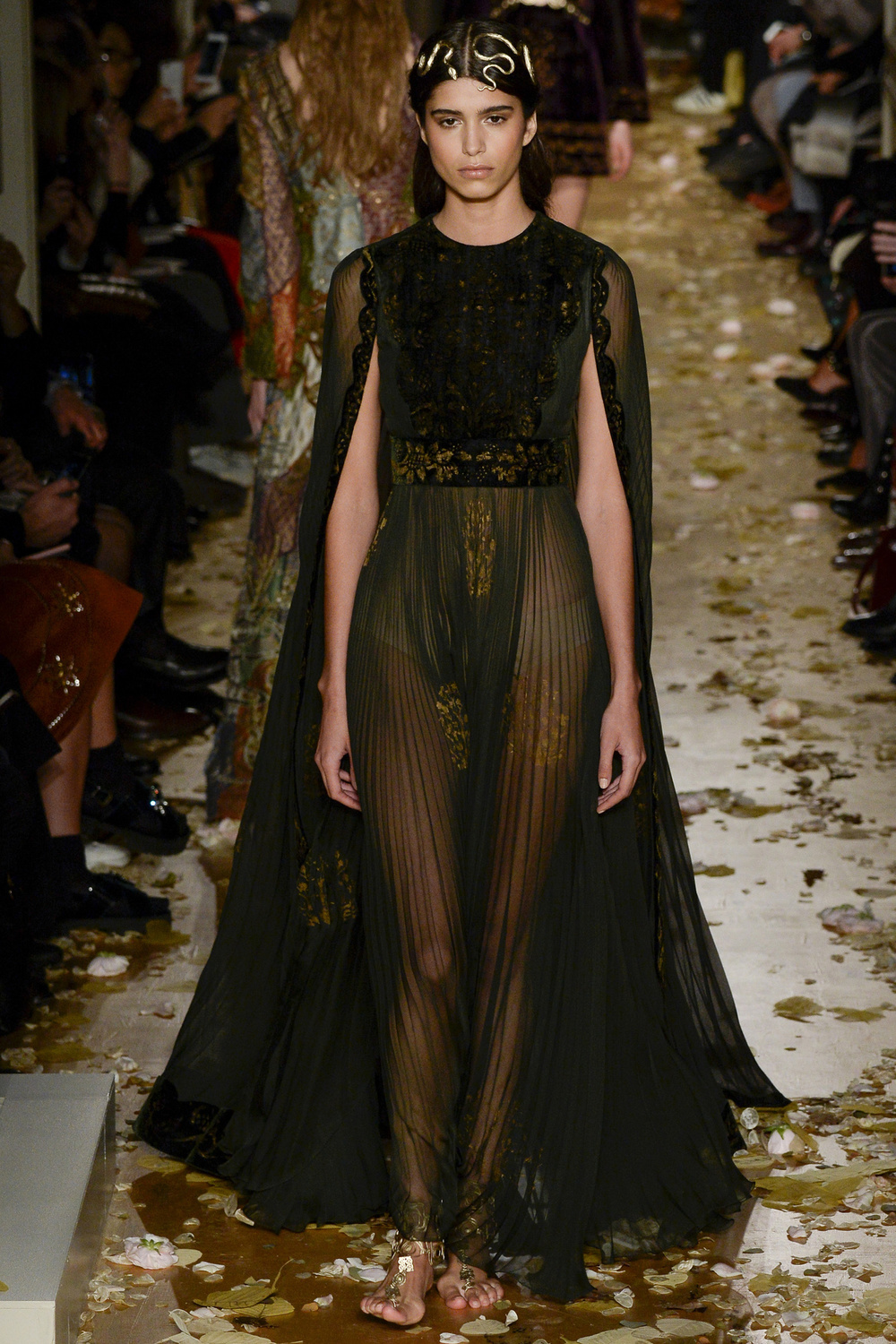 mannequin-defile-mode-valentino