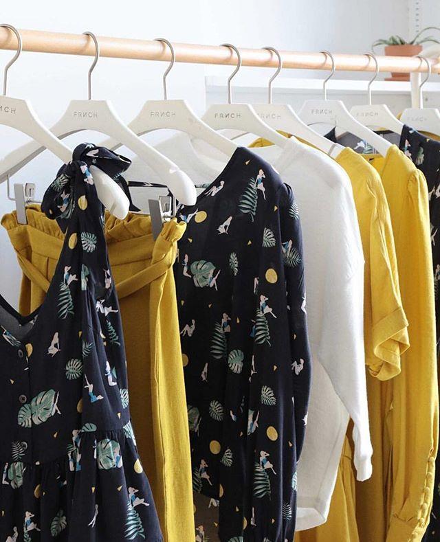 Yellow power 💛 En rappel des beaux jours qui sont partis si vite 🍃🌞 . #missthesun #pleasecomeback #yellowmood #flowermood #ootd #outfitoftheday #dressingoftheday #borrownotbuy #jointhefashionrevolution #lecloset #dressingillimite #modeàlouer #lessismore #buylesschoosewell #fashion #look #fashionaddict