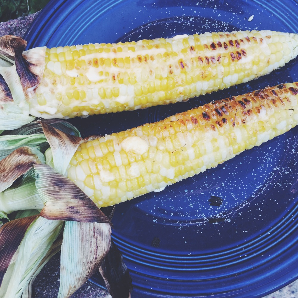 summery grilled corn on the cob