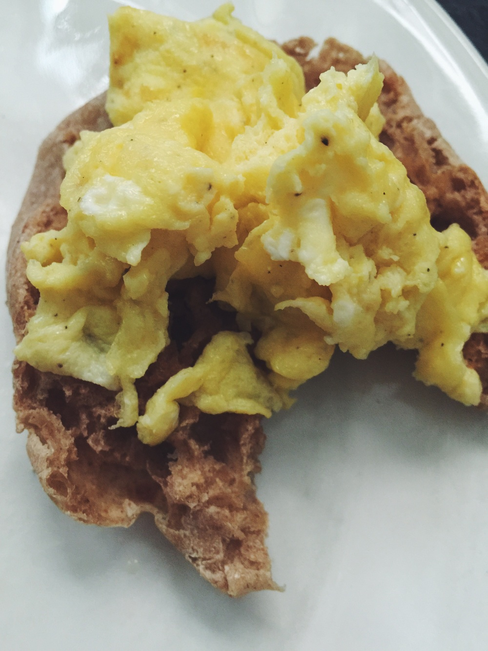 scrambled eggs on wheat english muffin