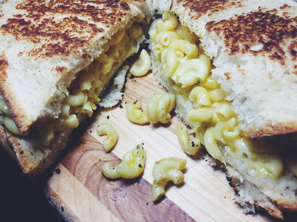 devilishly delicious mac n chz grilled cheese