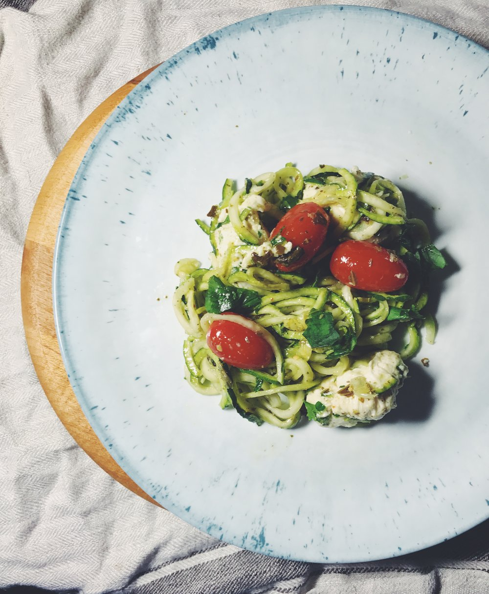 zucchini noodles with mozzarella and tomatoes
