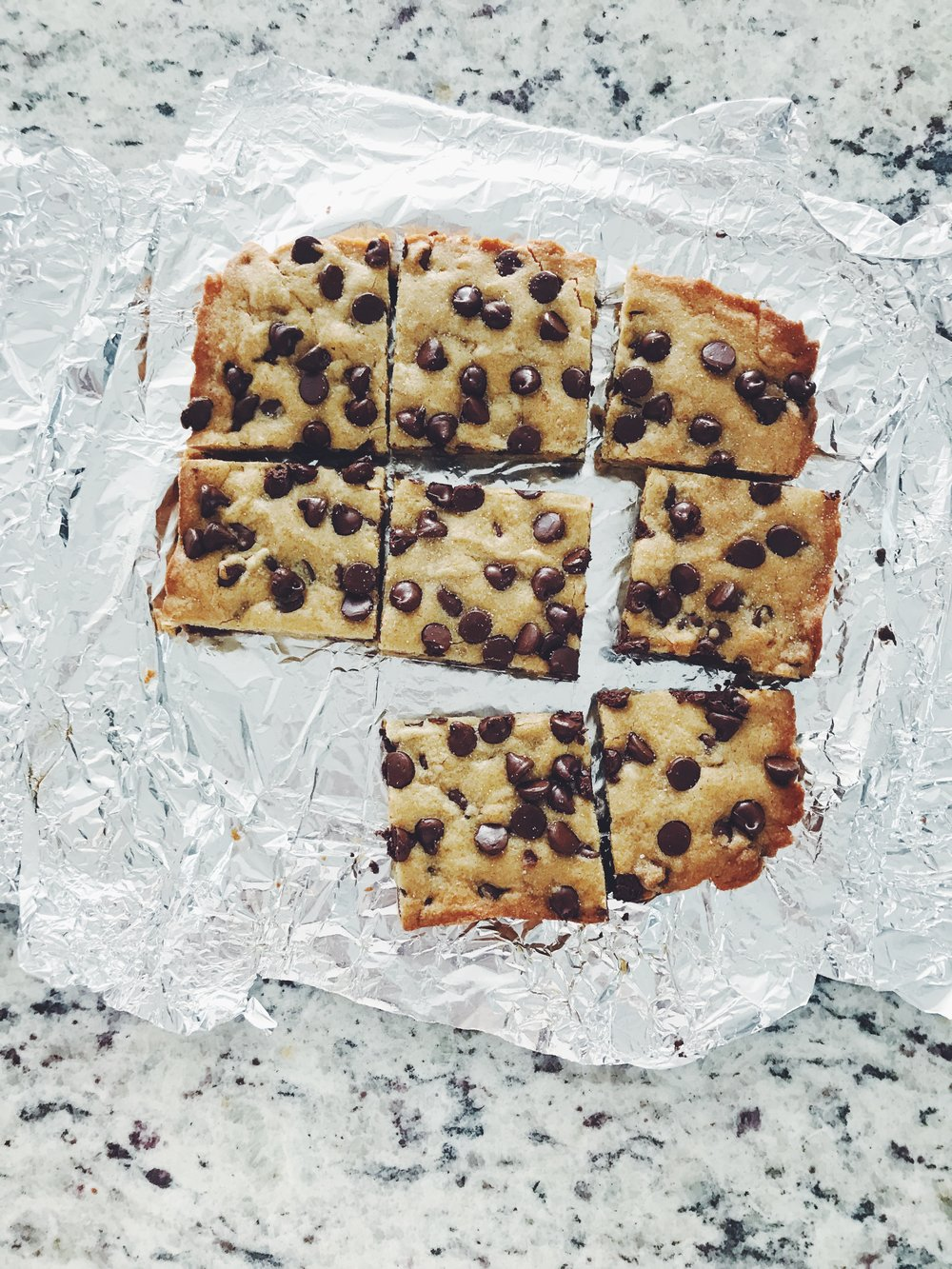 warm chocolate chip blondies