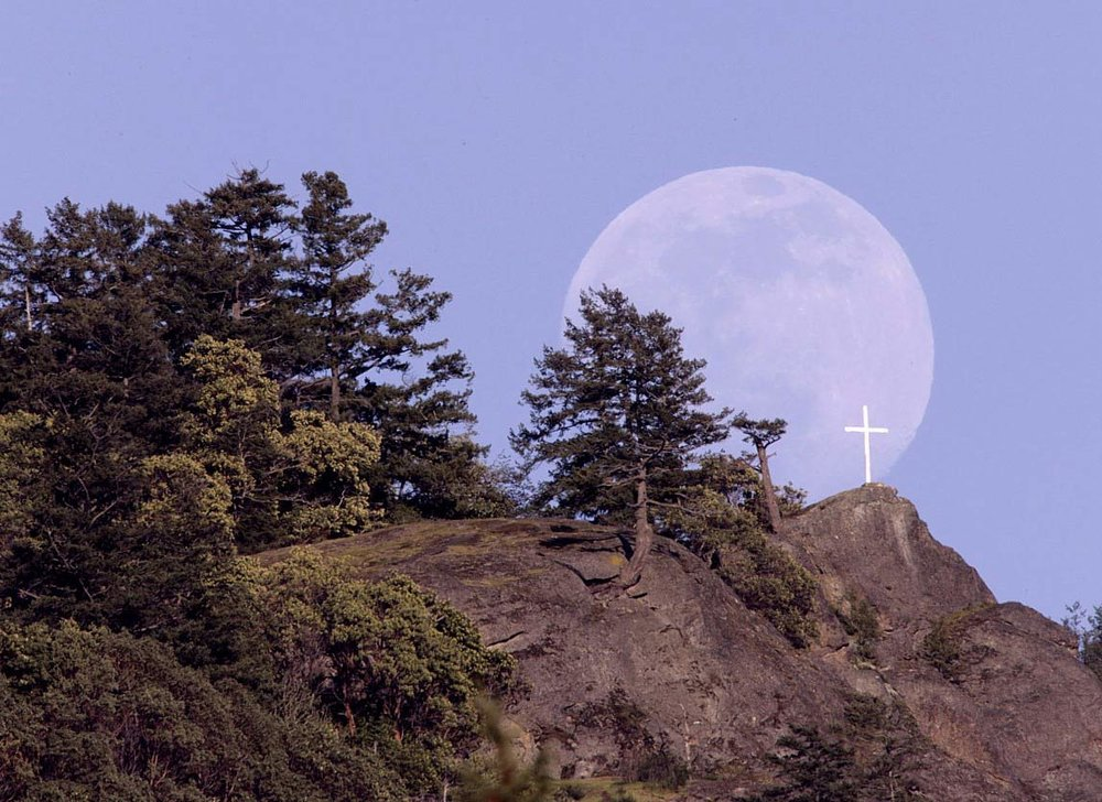 Mt Tzouhalem Moonrise (Photo by Mike Szaszik)
