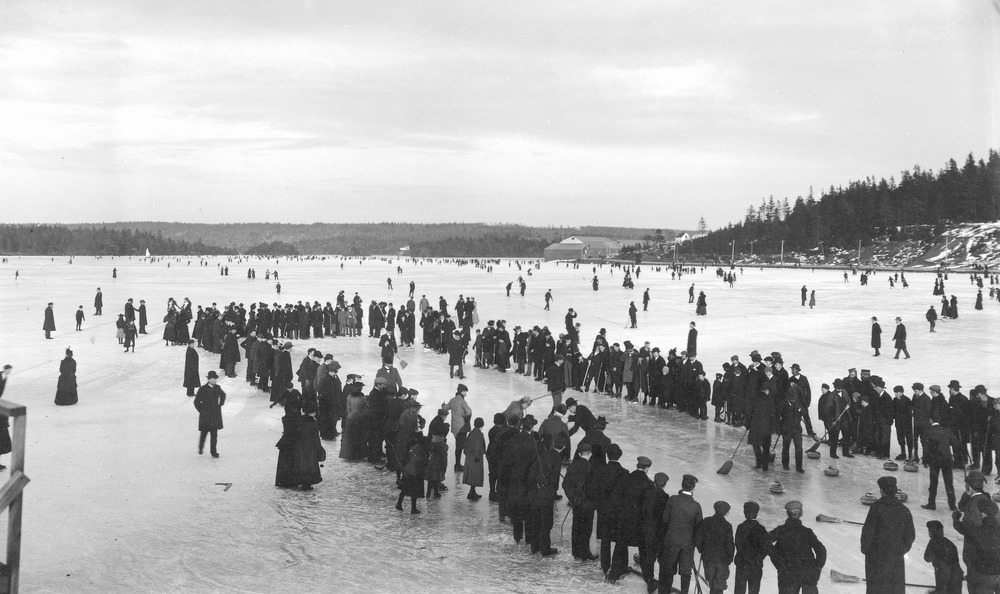 Curling_on_a_lake_in_Dartmouth,_Nova_Scotia,_Canada,_ca._1897.jpg