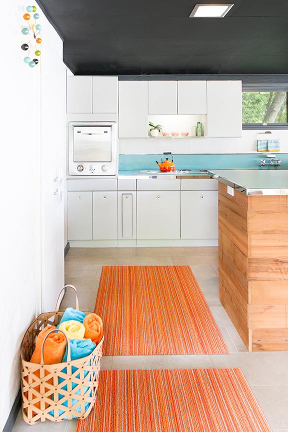 Mid-century modern boathouse kitchen designed by NewStudio Architecture