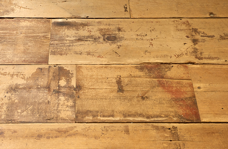 Reclaimed wood plank floors in Free People at MOA, designed in collaboration with NewStudio Architectureith