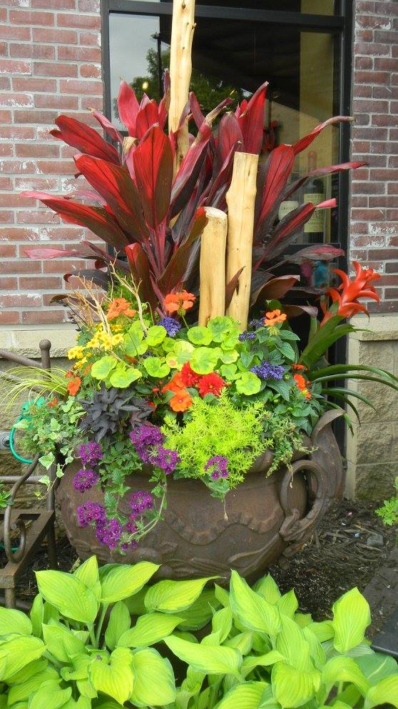 Summer patio planter by Clover Point Designs