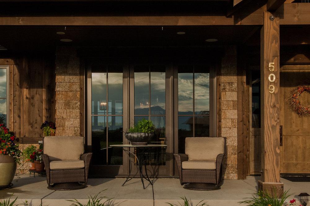 Comer-Ext-Front-Window.jpg