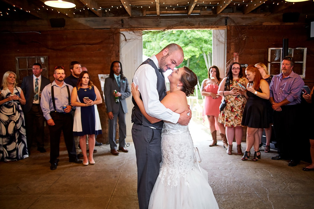 luxebylindsay_NYC_NJ_Wedding_Photographer_Raritan_inn_Rustic_Barn_020_resize.jpg