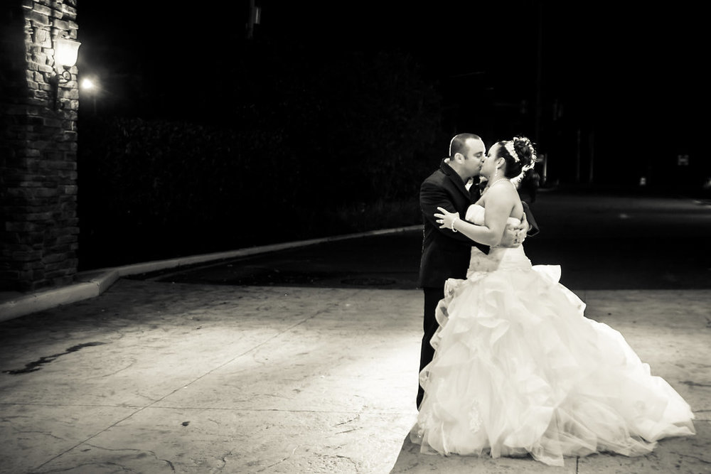 luxebylindsay_NYC_Wedding_Photographer_Bride_And_Groom_Night_Kiss_004.jpg