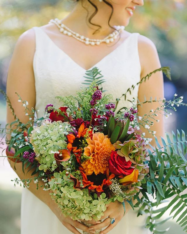 Meredith's wildflower bouquet was a collection of flowers and foliage picked from around her family's farm 🌿 📷 by @aperturevisionphotography
