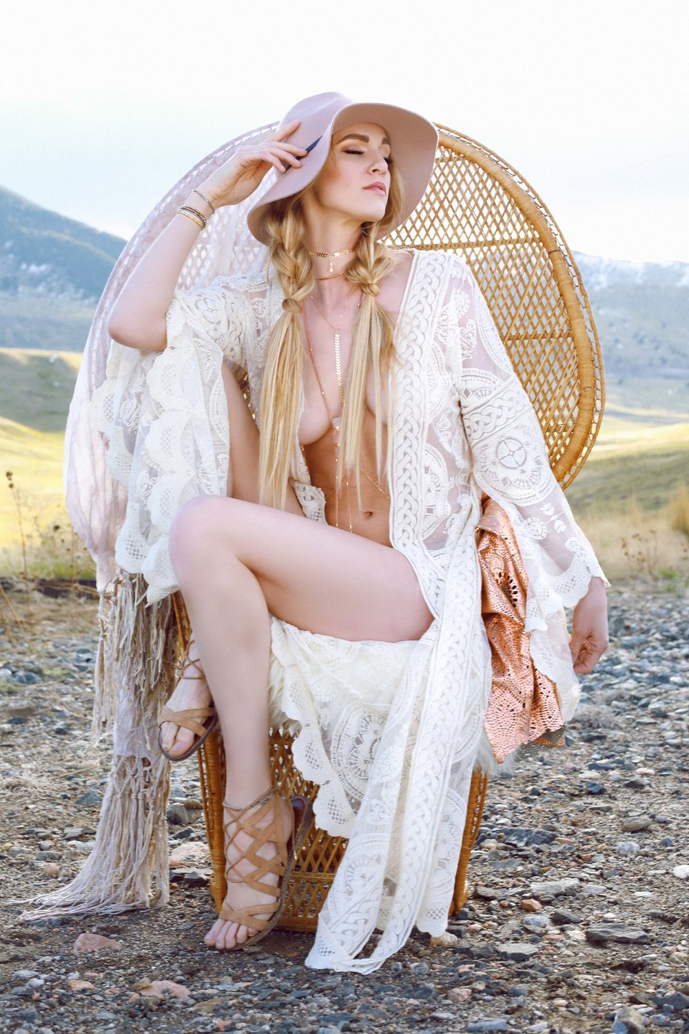 COLORADO GYPSY DREAMIN' - Photo Shoot Story shot by Alyssa Risley - IG @alyssarisley #WHITE #BOHO
