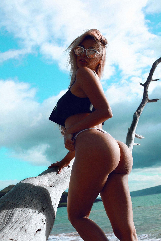 PAULA MANZANAL IN HAWAII - @paulamanzz Swimwear Bikini Photo Shoot Story shot by Alyssa Risley - IG @alyssarisley