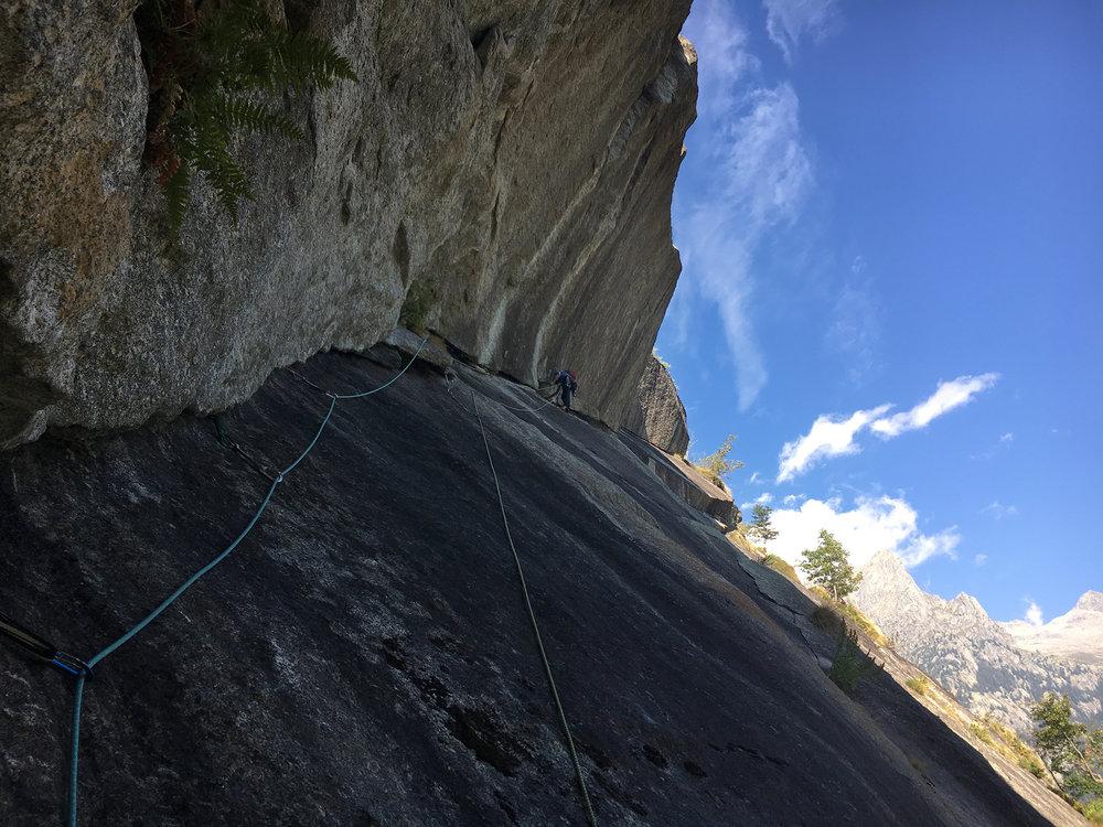 här leder mattias den sjätte replängen på   Il risveglio di Kundalini  . mäktig klättring 350 meter över dalen.