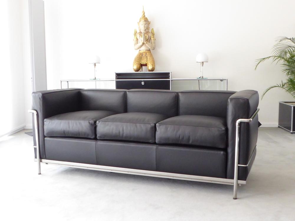 cassina le corbusier lc2 3 sitzer leder schwarz top furniture4life. Black Bedroom Furniture Sets. Home Design Ideas