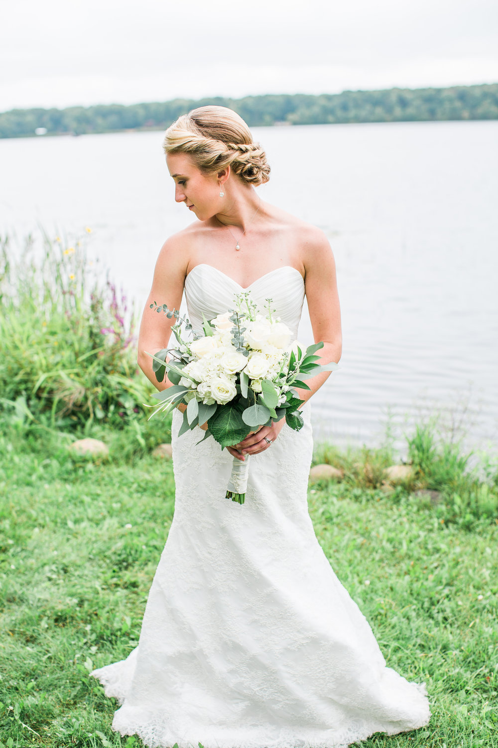 Bridal portrait lakeside Nisswa Minnesota wedding Minnesota wedding photography Mallory Kiesow Photography