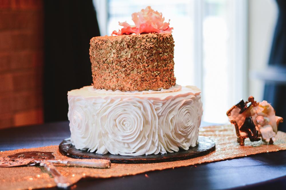 thebrasslens_thebrasslensgreenbay_weddingcake_monzubistro