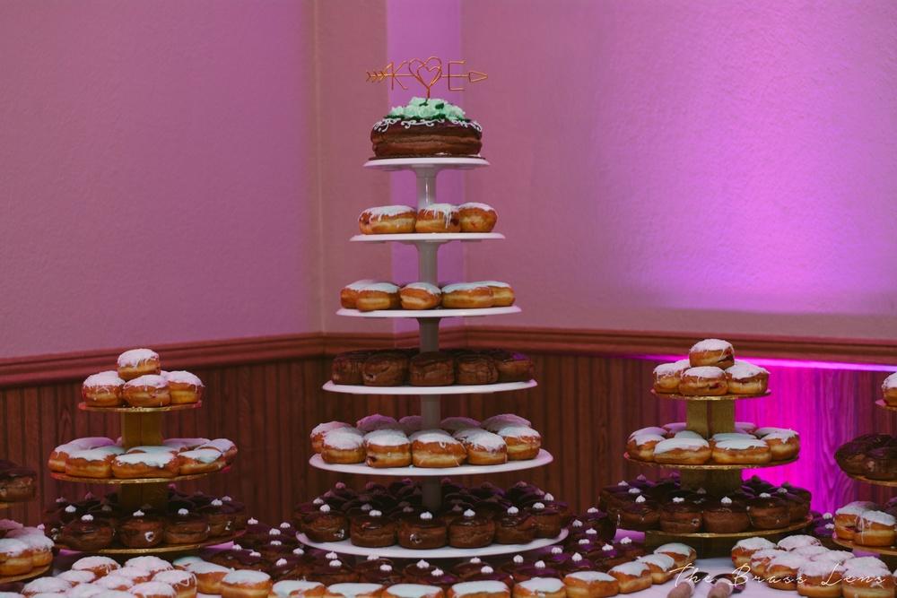 thebrasslens.brasslensbride.wisconsinwedding.donuts.weddingdonuts.greenbayweddingphotographercheap.