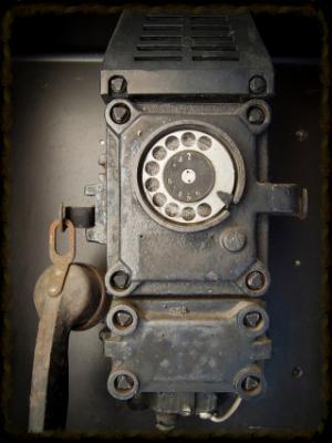 old-phone-1244045-639x852.jpg