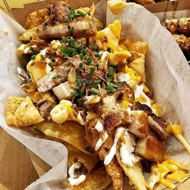 #Repost thank you @kanaeats for the awesome pic ・・・ Wonton Nachos with Pork Belly, Gravy & Cheese from @chairmantruck / @thechairmanla 🐖 It may put your heart in a mild panic but it's totally worth it and nothing a couple Tums can't fix 💁🏻‍♀️
