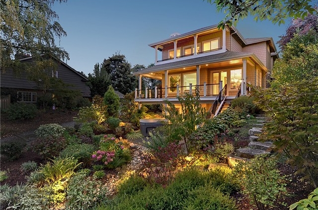 Seward Park Avenue S | Seattle  Sold for $1,062,720   Represented the Seller